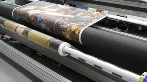 מדפסות UV קשיחים וגליל